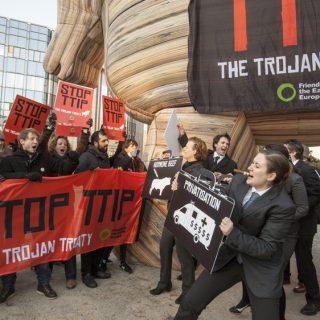 трансатлантический-союз-протесты