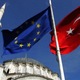 """Евросоюз может """"заморозить"""" переговоры о вступлении Турции в сообщество"""
