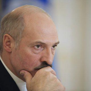 Правительство Белоруссии констатировало «макроэкономическую стабилизацию», а президент распорядился повысить среднюю зарплату на 30% уже в следующем году.