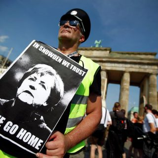 Большинству европейцев претит гнет Брюсселя
