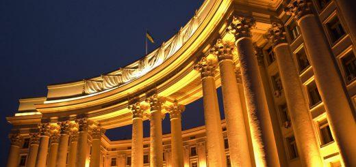 Главная задача внешней политики Киева - сохранить санкции в отношении РФ.