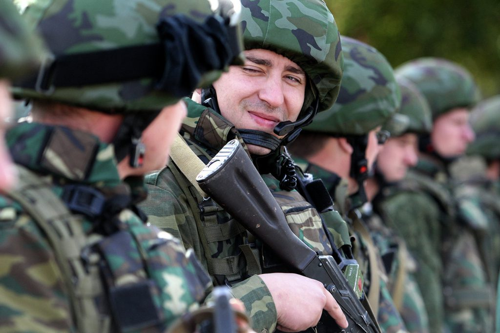 © SPUTNIK/ ВИКТОР ТОЛОЧКО 2011 год: практические занятия с личным составом миротворческой роты 120-й гвардейской отдельной механизированной бригады