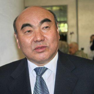 Аскар Акаев