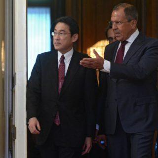 Восточный экономический форум стал важным этапом в переговорном процессе между Россией и Японией. Несмотря на масштабное представительство других стран, именно диалог между Москвой и Токио стал мейнстримом мероприятия.