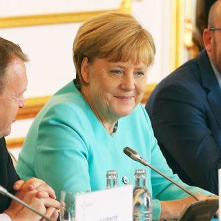 «Соперник НАТО». Зачем Франции и Германии европейская армия?