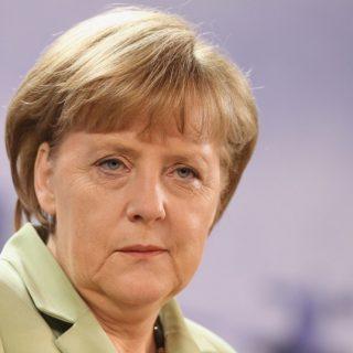 Канцлер Германии Ангела Меркель лишилась последних союзников в Европе и тем самым обрекла страну на полную изоляцию