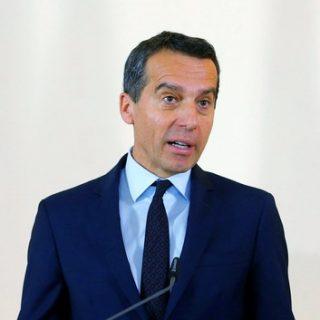 Канцлер Австрии заявил, что санкции против России вредят экономике ЕС