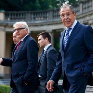 Лавров: Минские договоренности буксуют