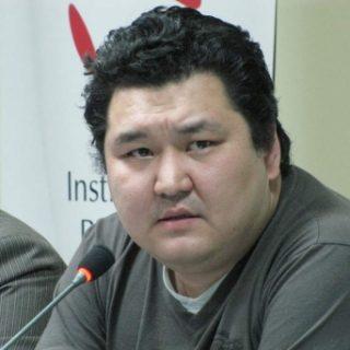 казахстанским политологом Маратом Шибутовым