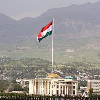 Накануне визита президента России Владимира Путина, намеченного на ближайшее время, в Душанбе вновь заговорили о возможном присоединении к ЕАЭС.