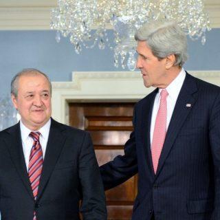 Но главным объектом интереса американских дипломатов, безусловно, был глава узбекского МИДа Абдулазиз Камилов, который возглавляет внешнеполитическое ведомство республики со времен Ислама Каримова.