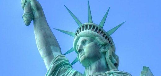 На арену вернулись и набирают вес авторитарные государства, демократия защищается, США сдают свои позиции.
