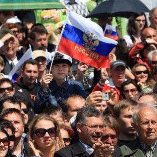 Граждане России не верят в процветание страны, а бизнесмены – в рост своих доходов.