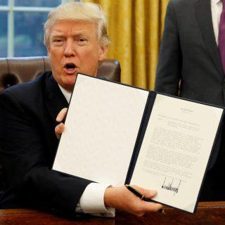 Росчерком пера Дональд Трамп, как и обещал, поставил крест на согласованном и подписанном Транстихоокеанском партнерстве