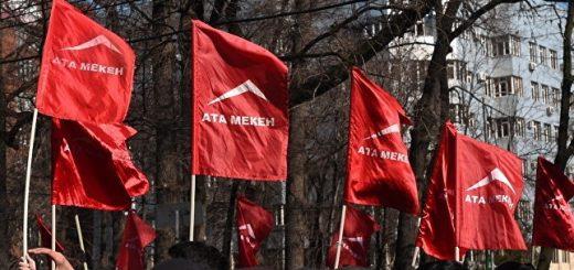 В Киргизии набирают силу акции протеста из-за взятия под стражу Омурбека Текебаева