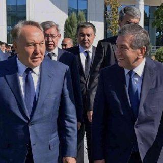 В Казахстан с двухдневным государственным визитом прибывает президент Узбекистана Шавкат Мирзиеев.