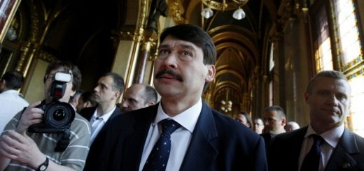 Президент Венгрии Янош Адер переизбран на второй срок