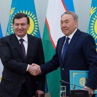 Президенты Узбекистана и Казахстана Шавкат Мирзиеев и Нурсултан Назарбаев