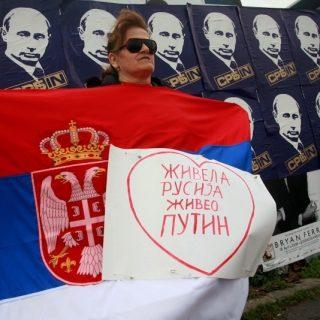 Россия активно использует свои культурные связи с православными народами Балкан, а влияние Европейского союза на регион, наоборот, сокращается из-за таяния перспективы расширения ЕС